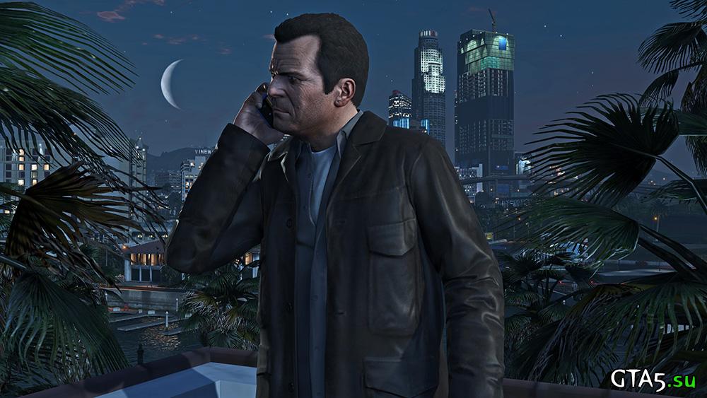 Майкл с телефоном