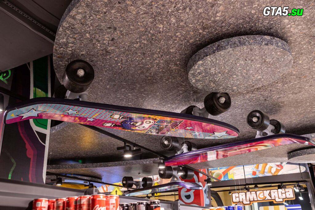 Скейт на потолке